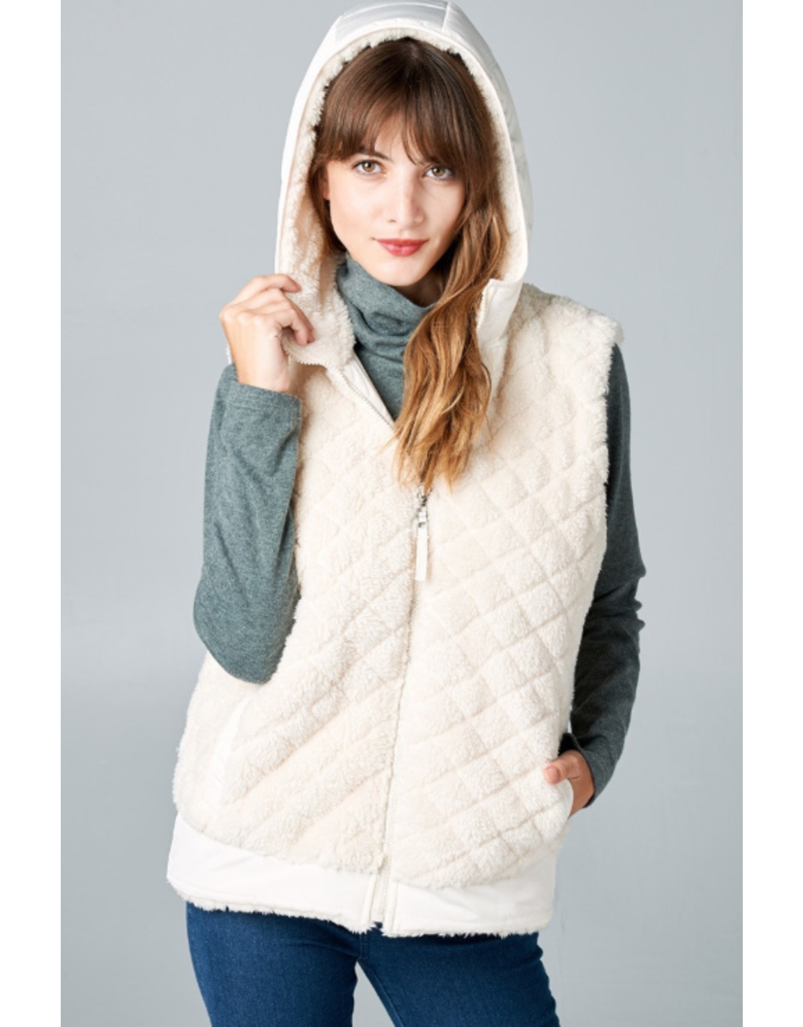 IVORY QUILTED FAUX FUR HOODED ZIP SIDE VEST