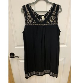 BLACK SOLID COLOR SLEEVELESS DRESS WITH GOLD EMBROIDERED DETAIL