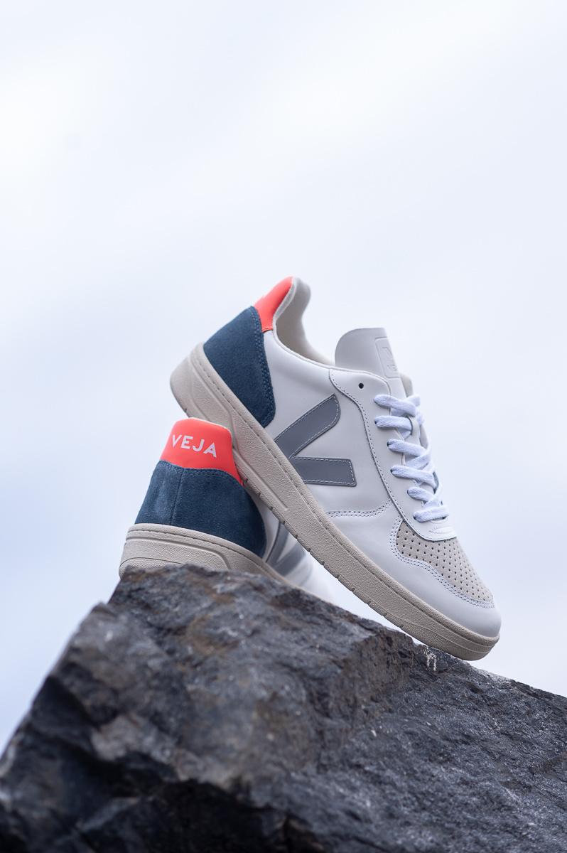 Móvil valor carpintero  Veja V-10 Sneaker . White, Grey, Orange - Betina Lou