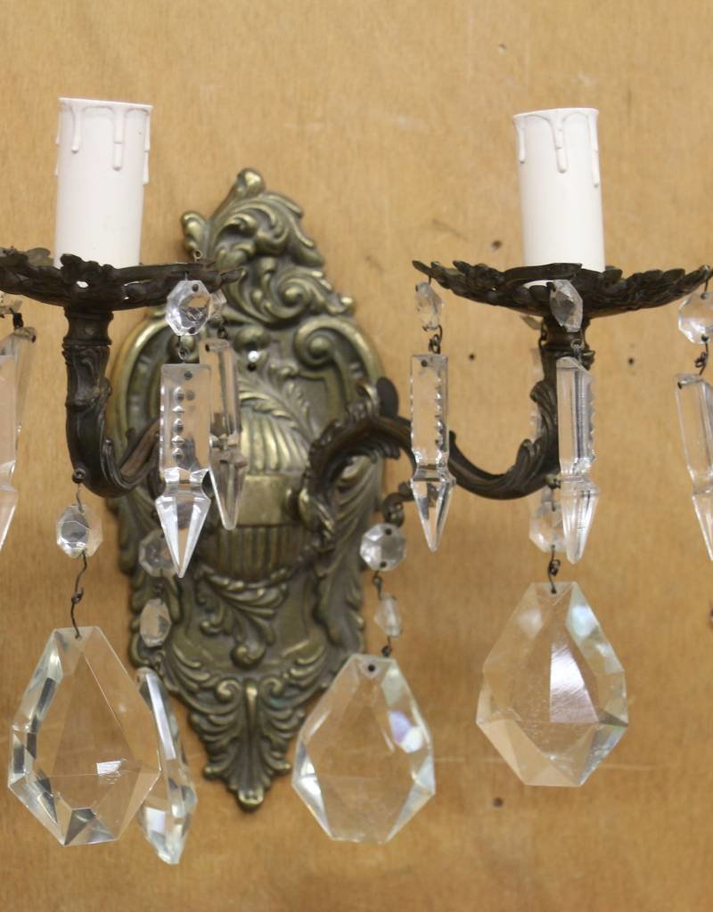 Vintage brass wall sconce (1) with crystal pendants