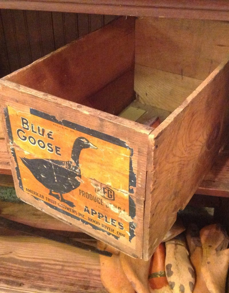 Box, wooden, Blue Goose, Apple, vintage