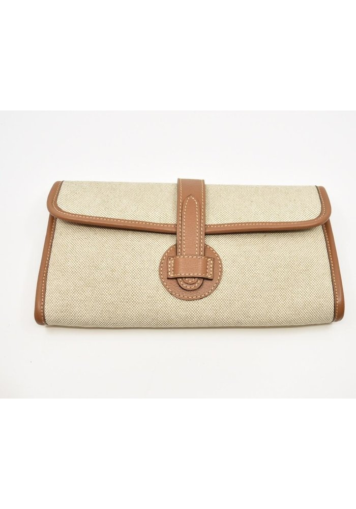 Light linen with brown leather clutch