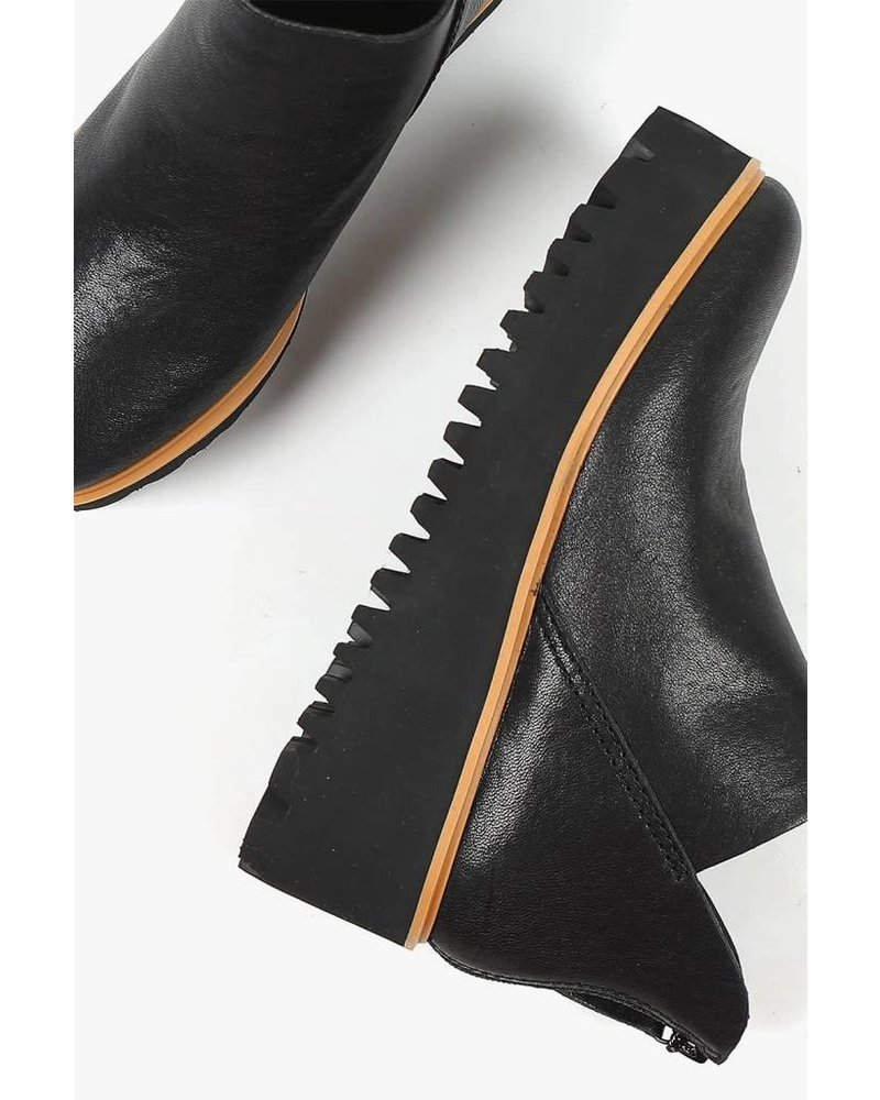 All Black Flatform Tread Shootie