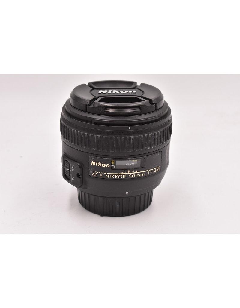 Nikon Pre-Owned Nikon 50mm F1.4 G With Hood