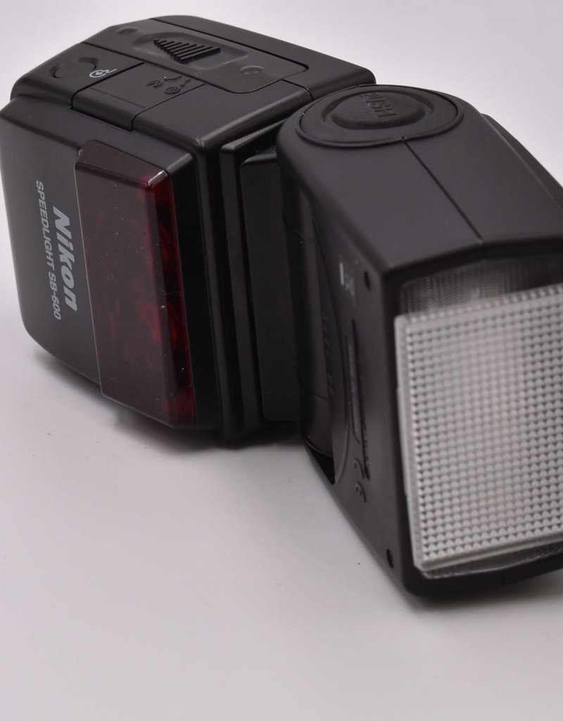 Nikon Pre-Owned Nikon SB-600 Flash