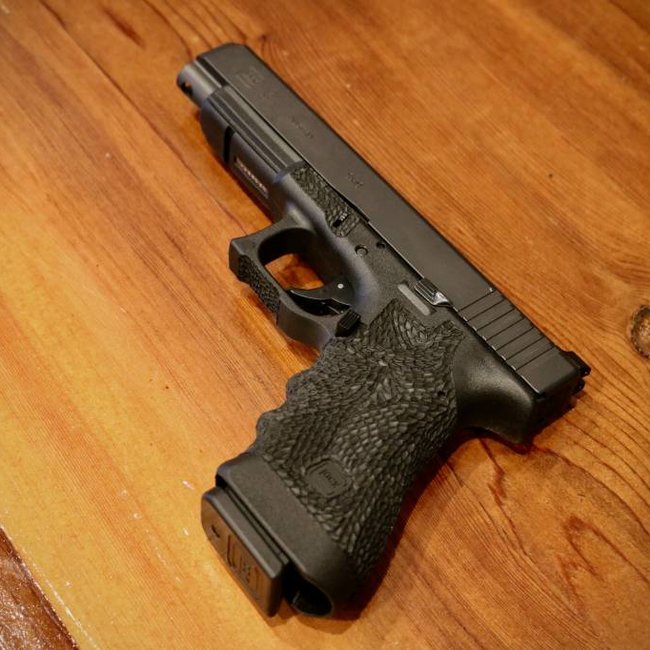 Glock Glock 34 Gen 3 9mm 17+1 Stippled Frame Trijicon Night Sights