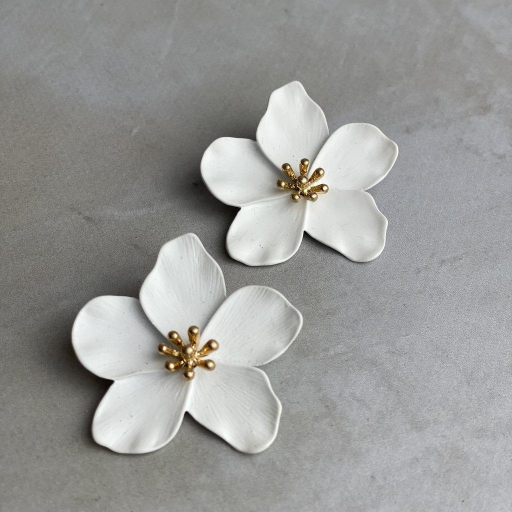 Kenze Panne, Inc White Flower Earring
