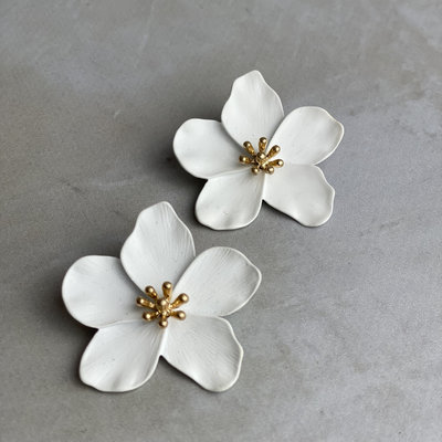 Kenze Panne, Inc White Flower Earring