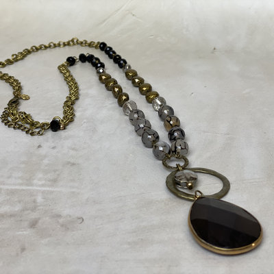 Annie Jack Finds Onyx stone  mat gold  necklace