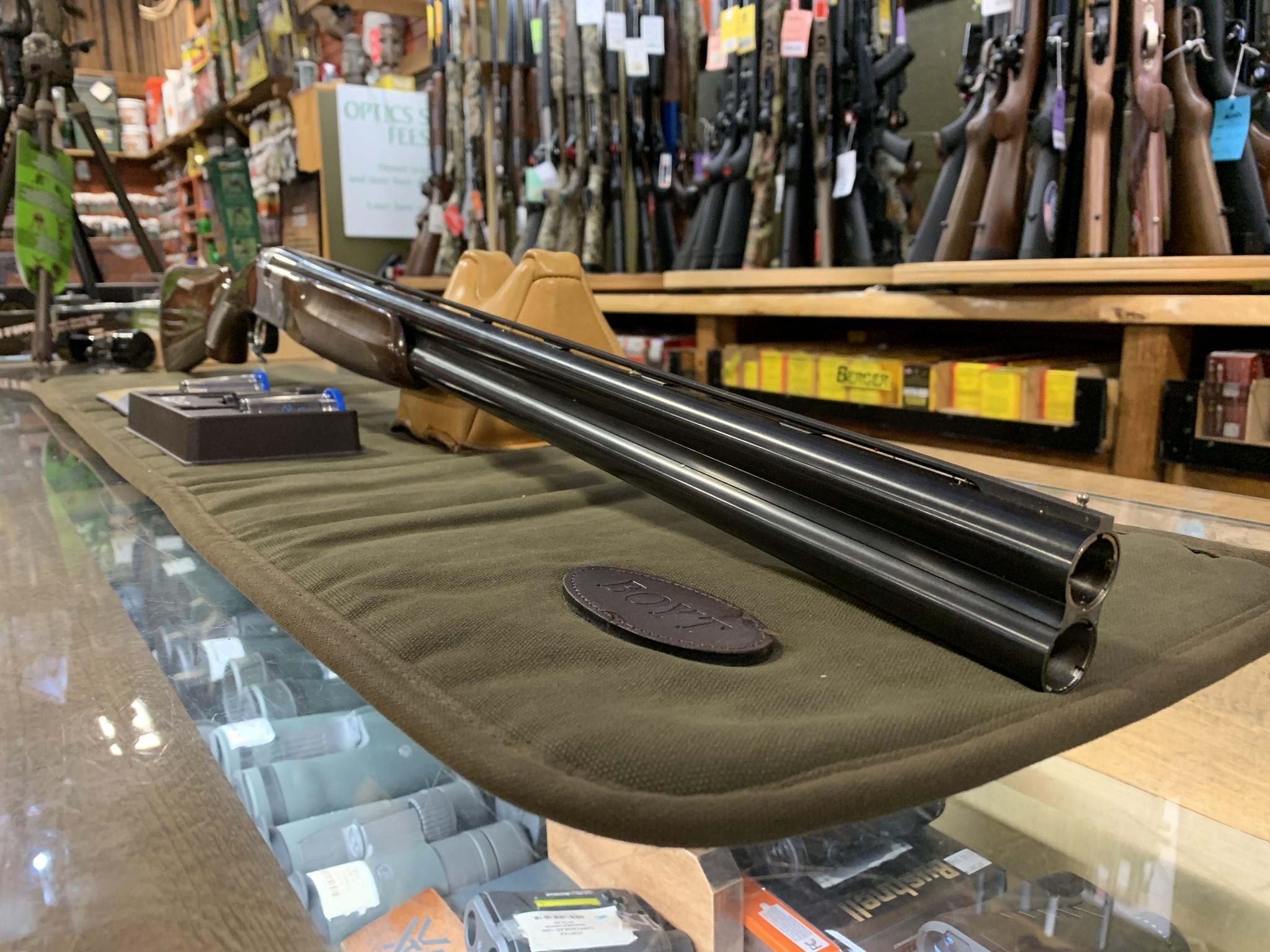 New Beretta 686 28GA w/ Box & Chokes C-3620