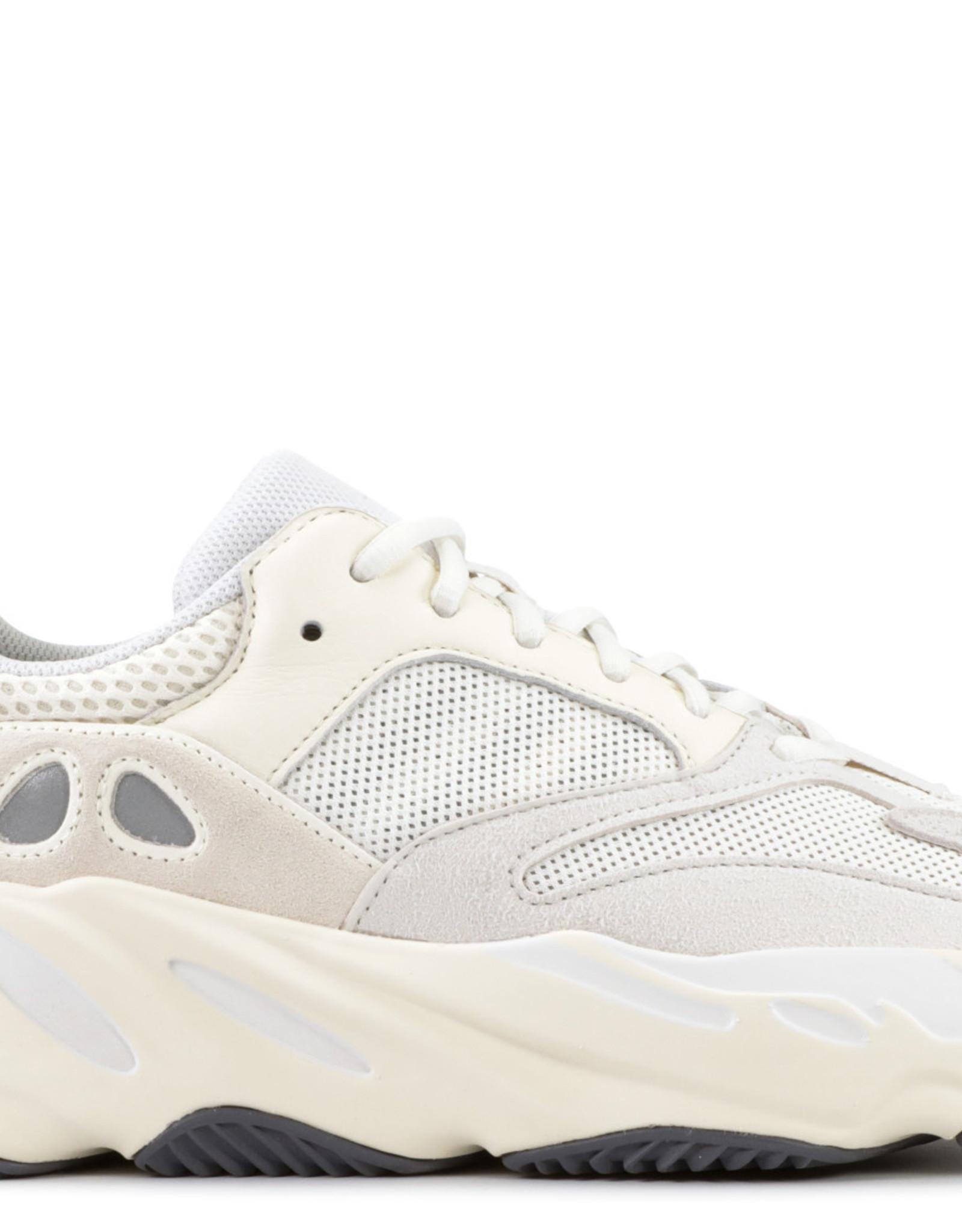 YEEZY Adidas  Boost 700 Analog