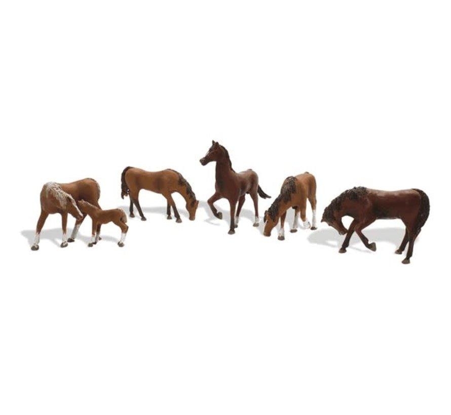 Woodland : HO Chestnuts Horses