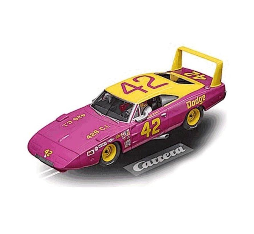 Carrera : DIG132 Dodge Charger Daytona No.42