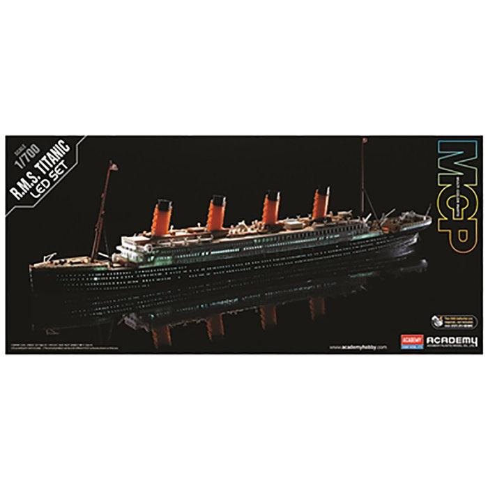1/700 R.M.S. Titanic with LED Set