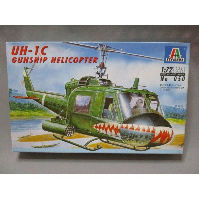 1:72 UH-1C Gunship Helicopter