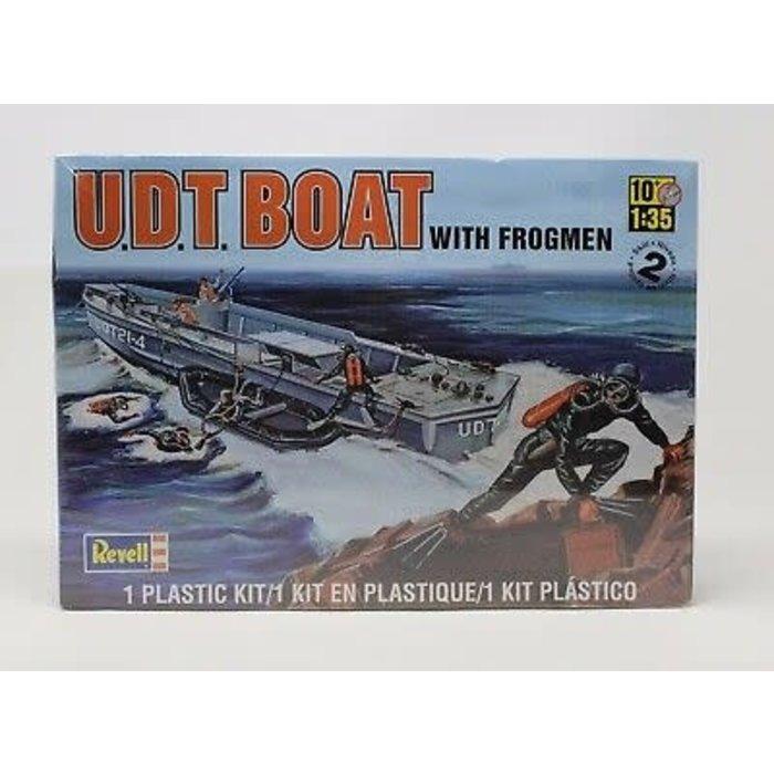 1:35 U.D.T Boat w/ Frogmen