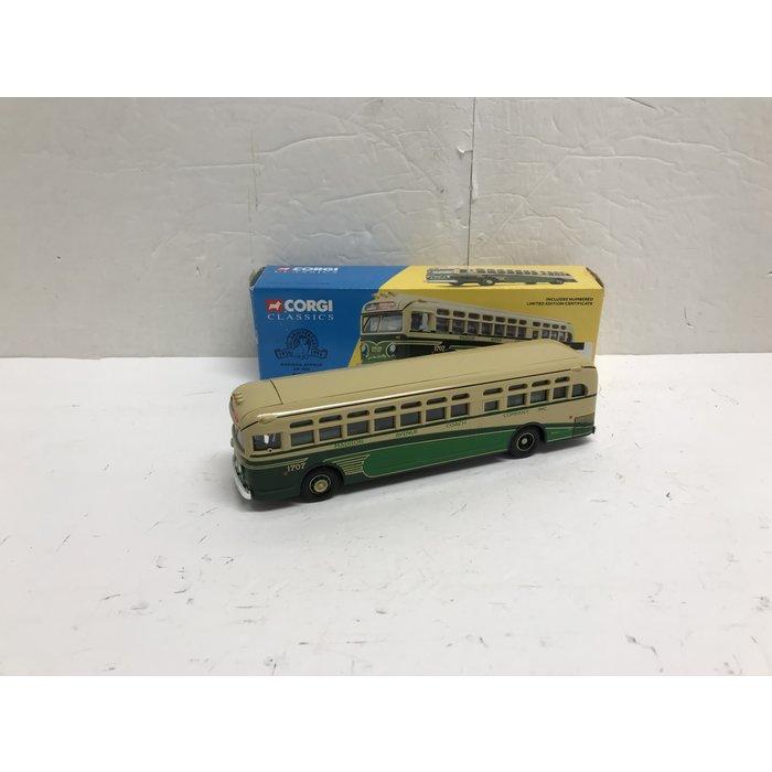 Corgi 54002 1:50 GM 4506 Bus Madison Ave. #1707