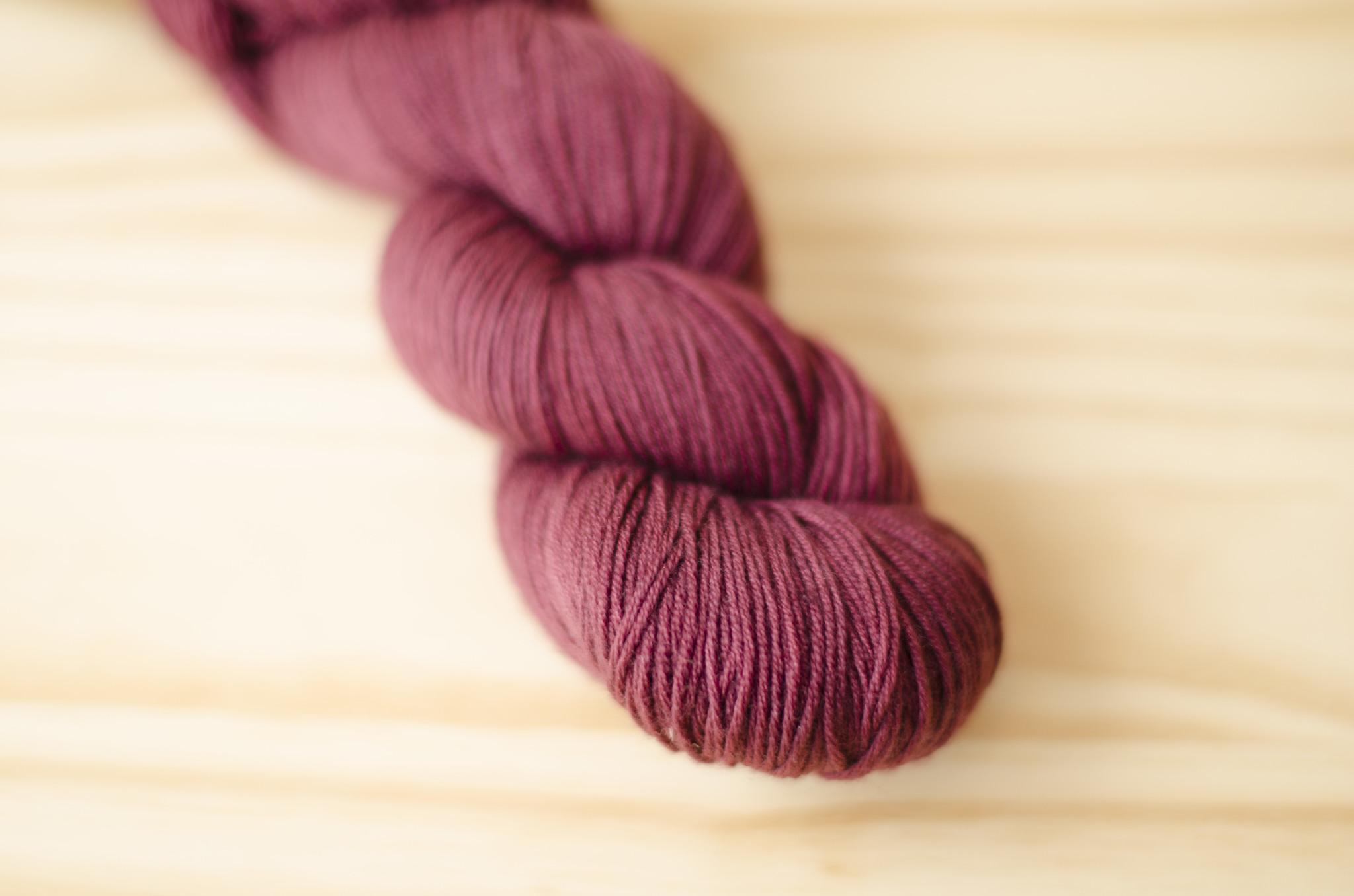Urth Yarns : Harvest Fingering : 23 Black Grape