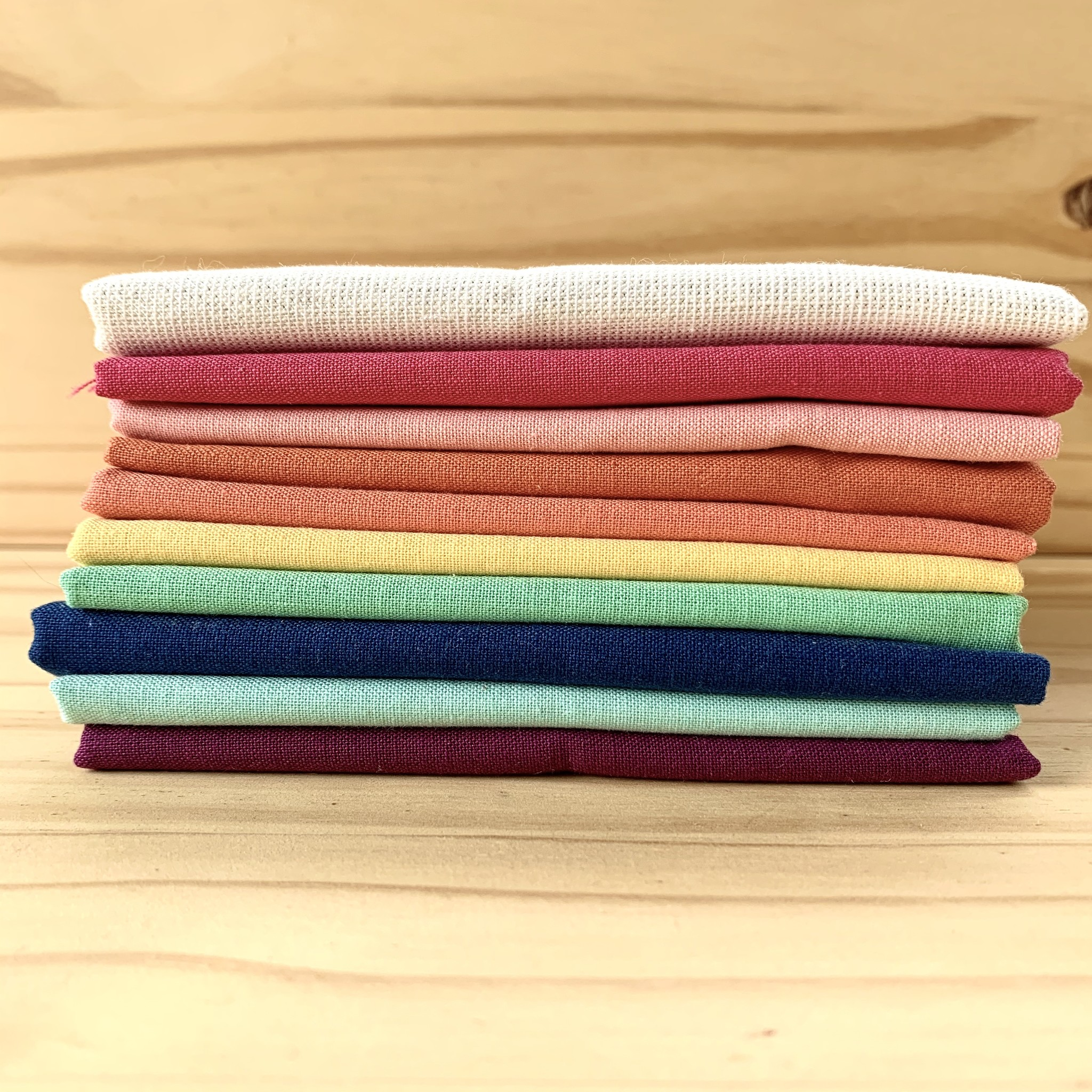 Fat Quarter Bundle : Rainbow Solids