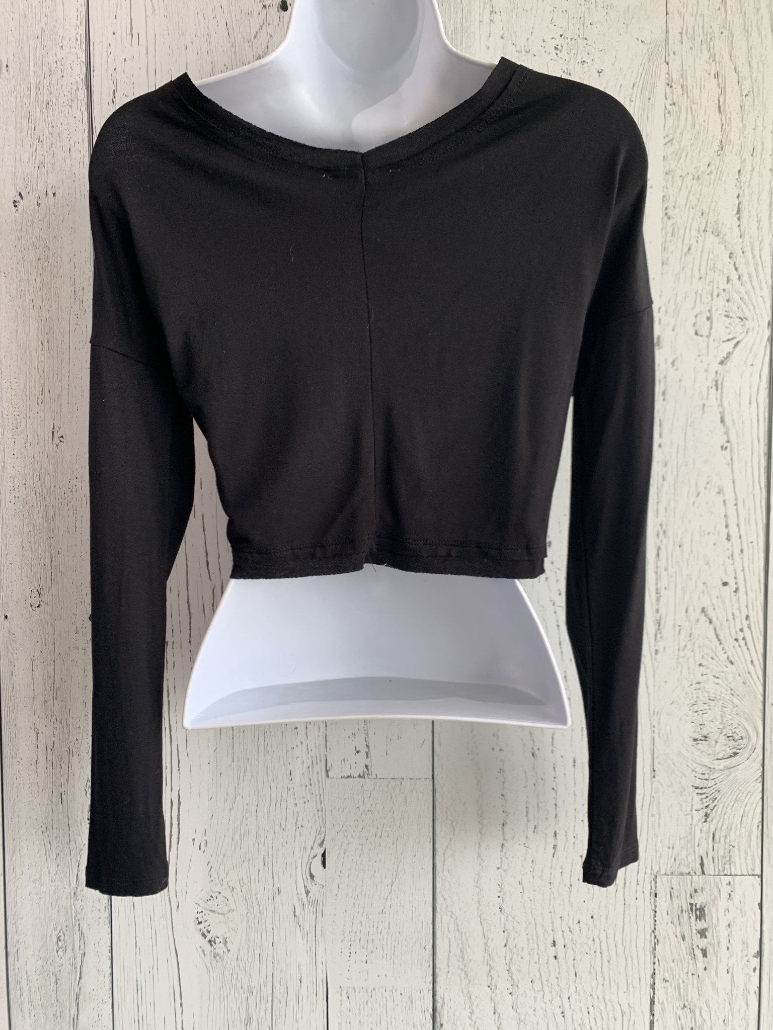 long sleeve twisted front crop top