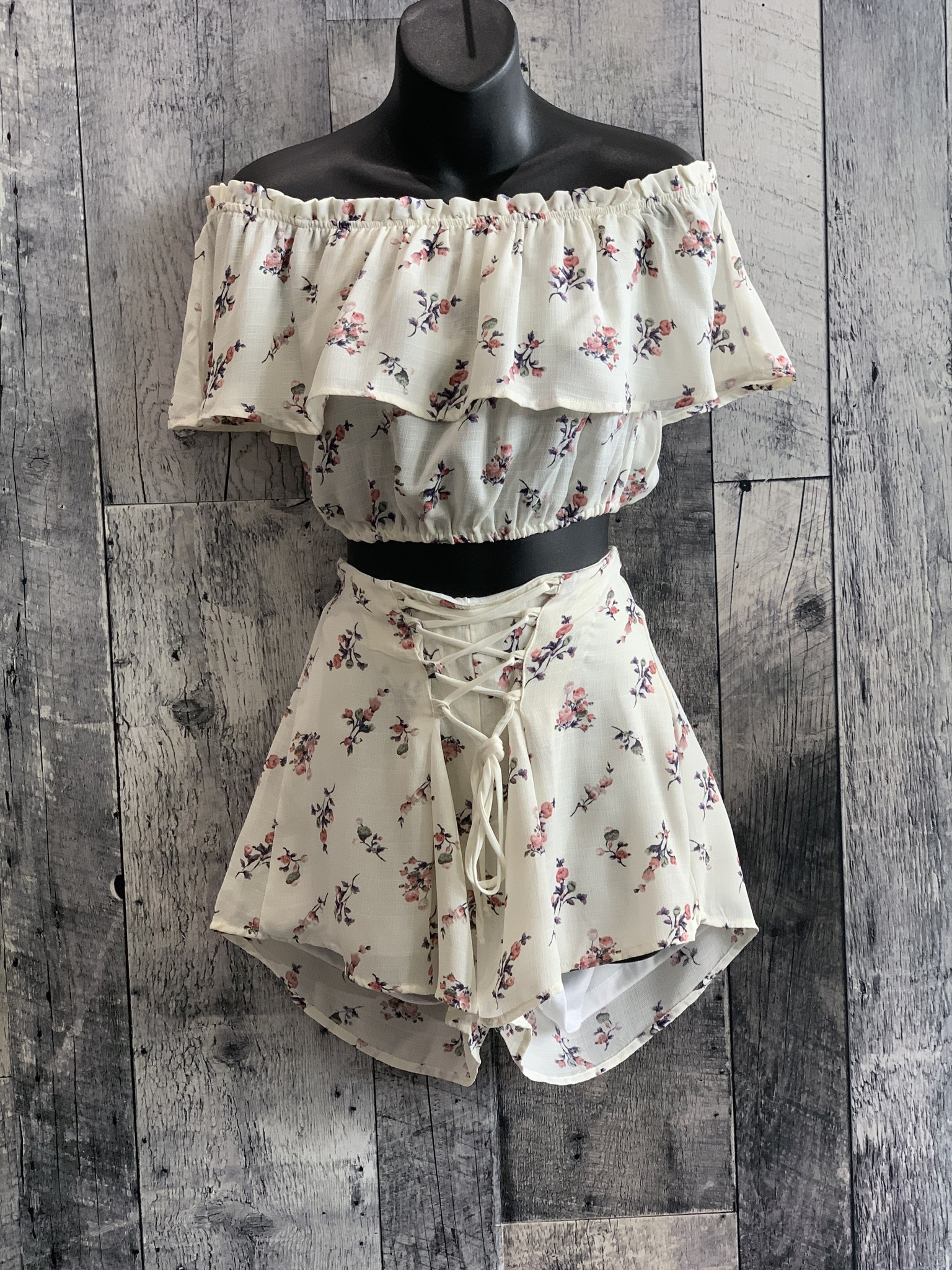 floral lace up shorts