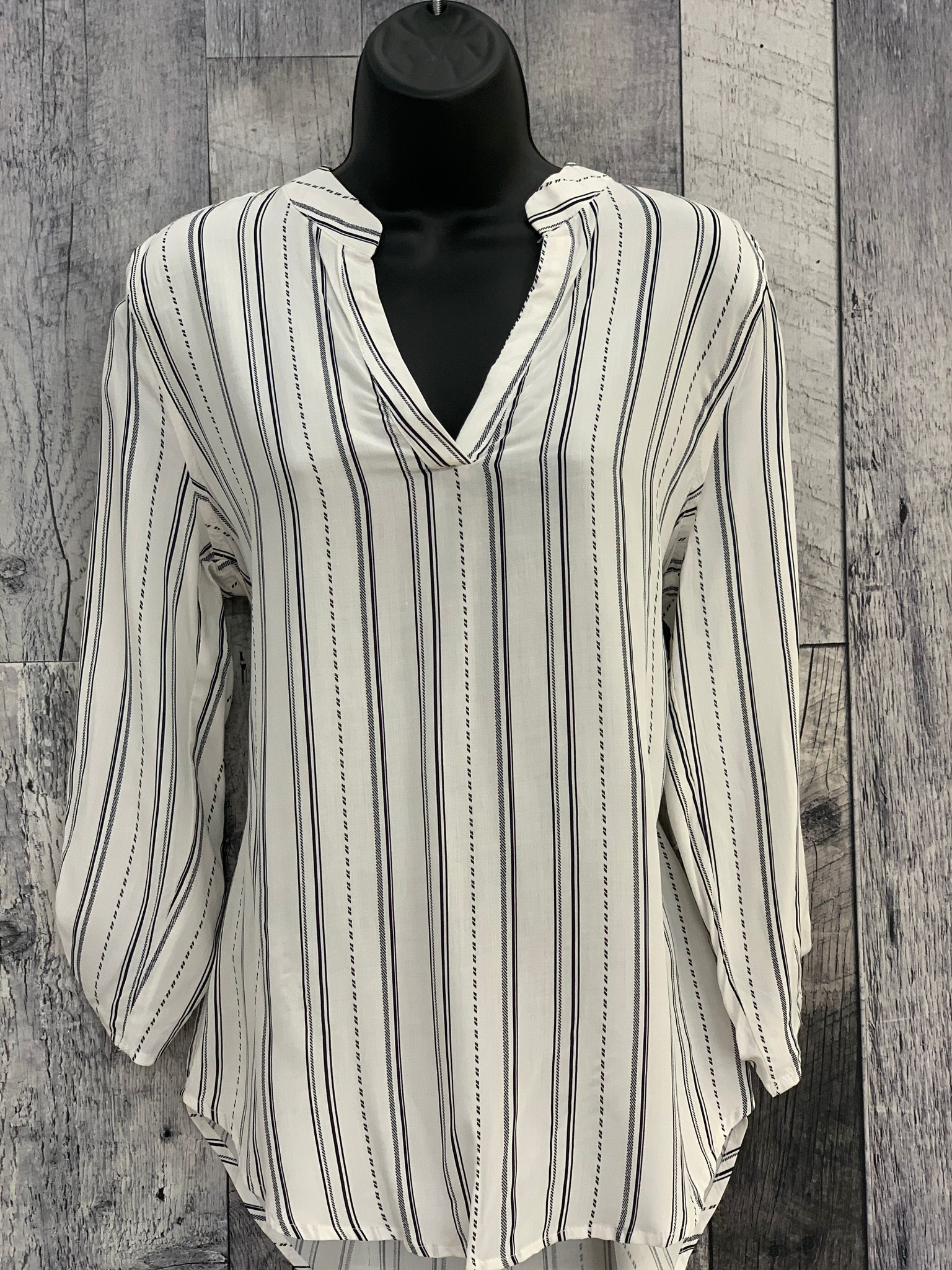 striped 3/4 sleeve top