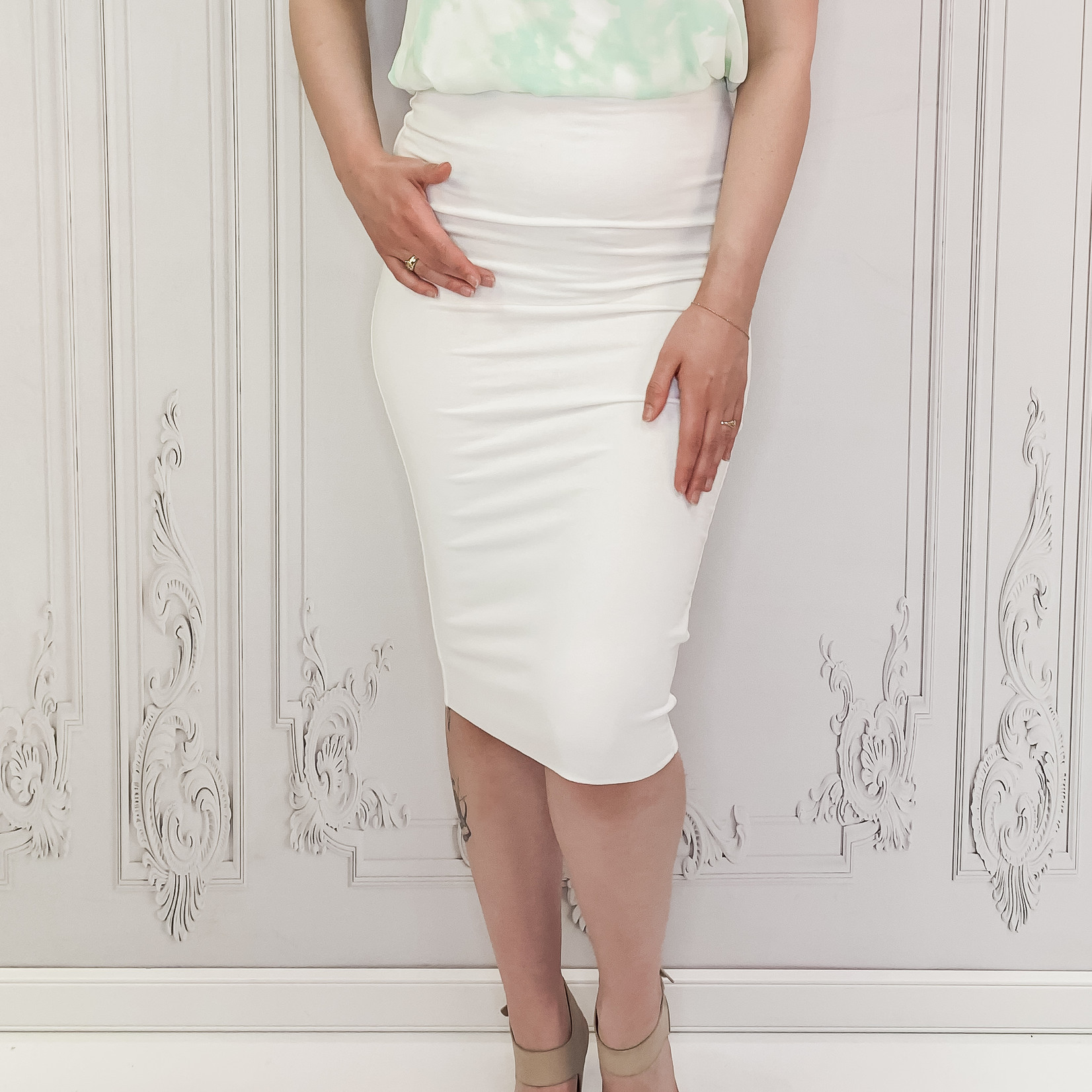 Sara classic fitted midi skirt