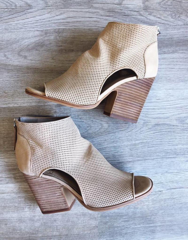 Vince Camuto Vince Camuto Bevina Soft Tumbled Nubuck Shell