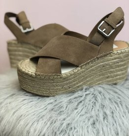 Dolce Vita Dolce Vita Carsie Cross Over Front Wedge