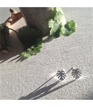 "PIKA & BEAR ""MONSTERA"" LEAF STUD EARRINGS"