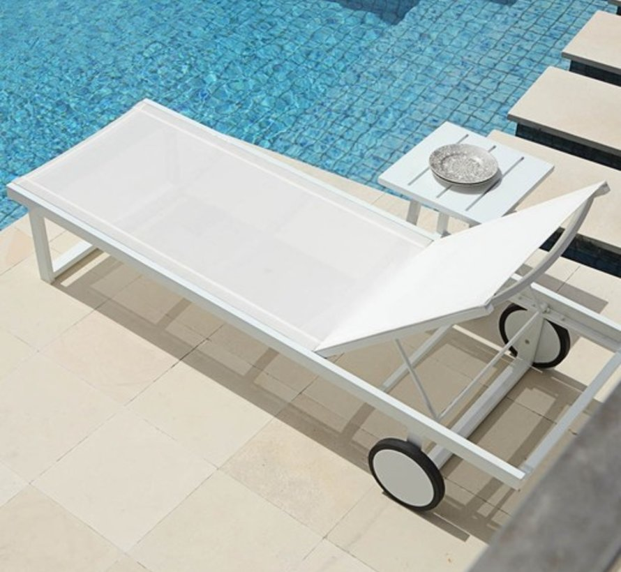 ALLUX LOUNGER WITH POWDER COATED ALUMINUM FRAME, LARGER WHEELS AND STANDARD BATYLINE