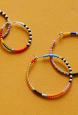 Kisiwa Kisiwa Small Rangi Hoop Earrings