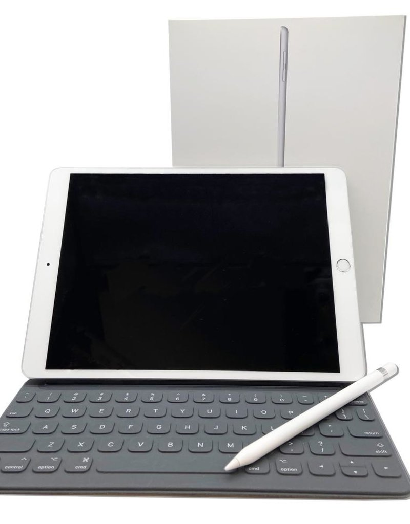 Apple iPad Air / Smart Keyboard / Apple Pencil Bundle