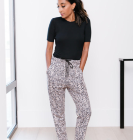 Style for the Priv Leopard Khaki Lounger
