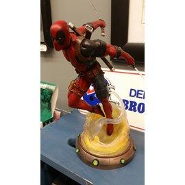 """Marvel Deadpool 9"""" Statue"""