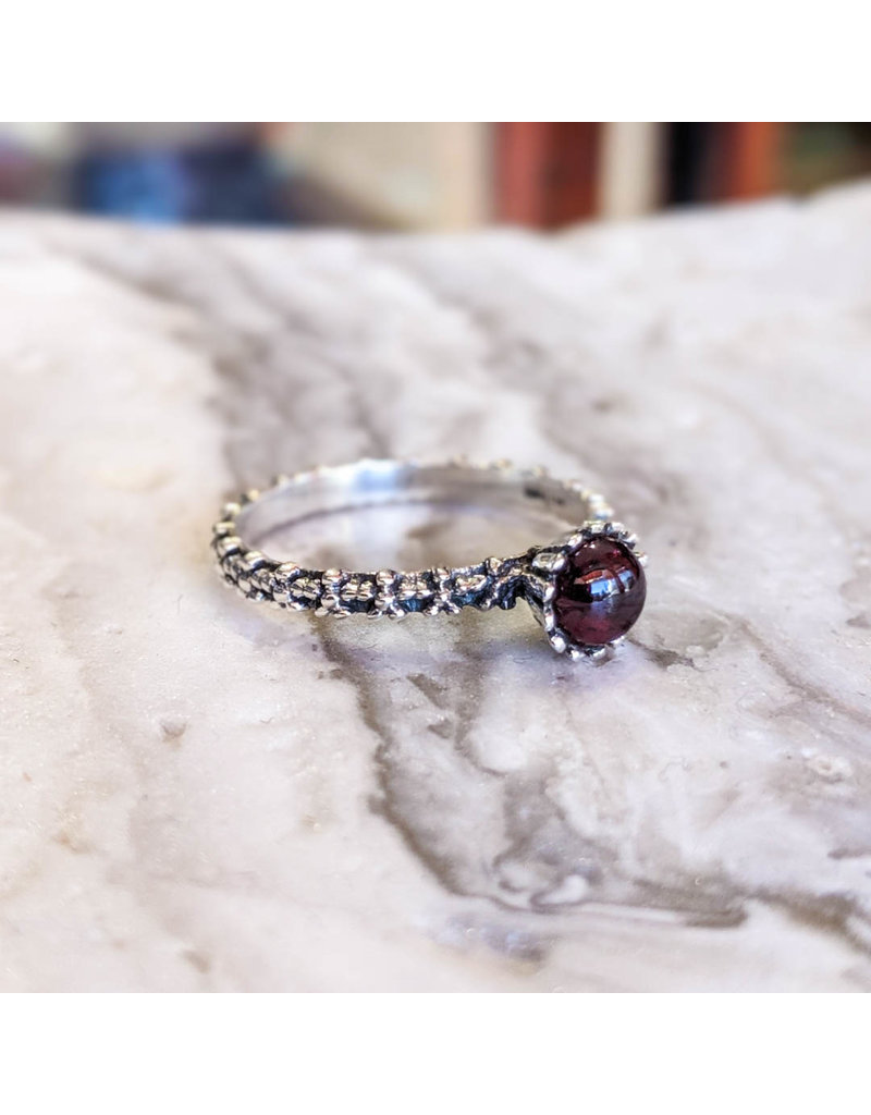 Chalisa Jewelry Garnet Flowers Band Ring 7