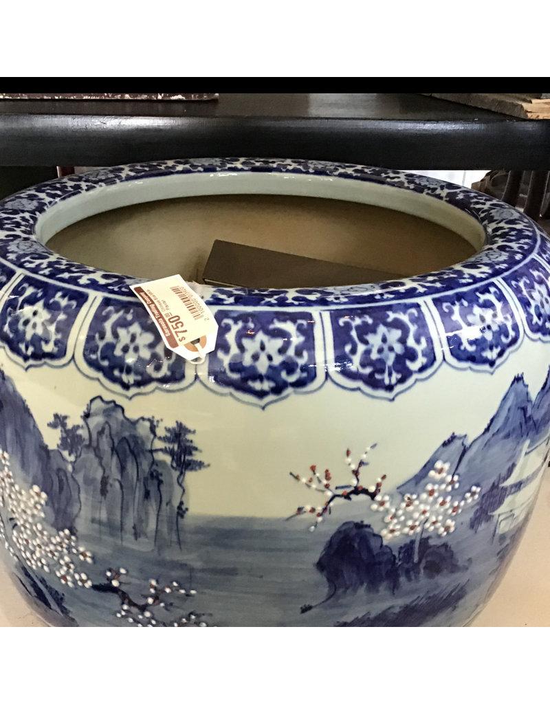 chinese blue & white urn