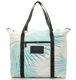 ZIPPER WATER RESISTANT TOTE