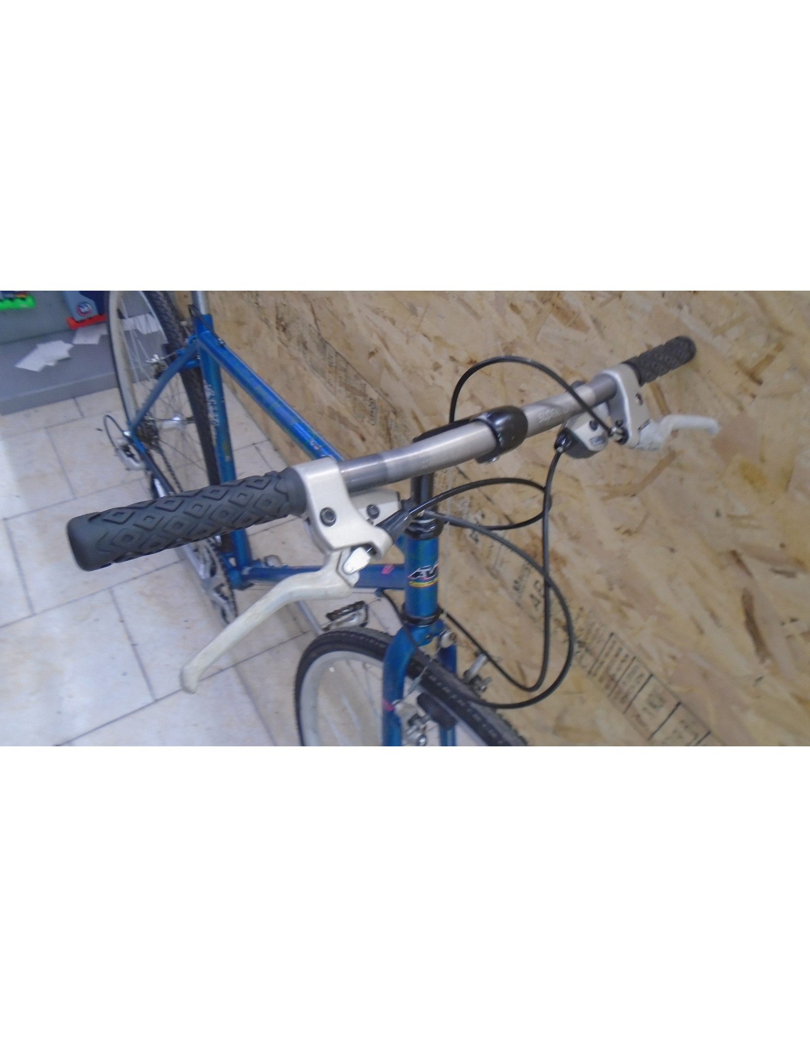 "Used AVP 18 ""hybrid bike - 9987"