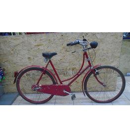Vélo usagé antique rouge - 10676