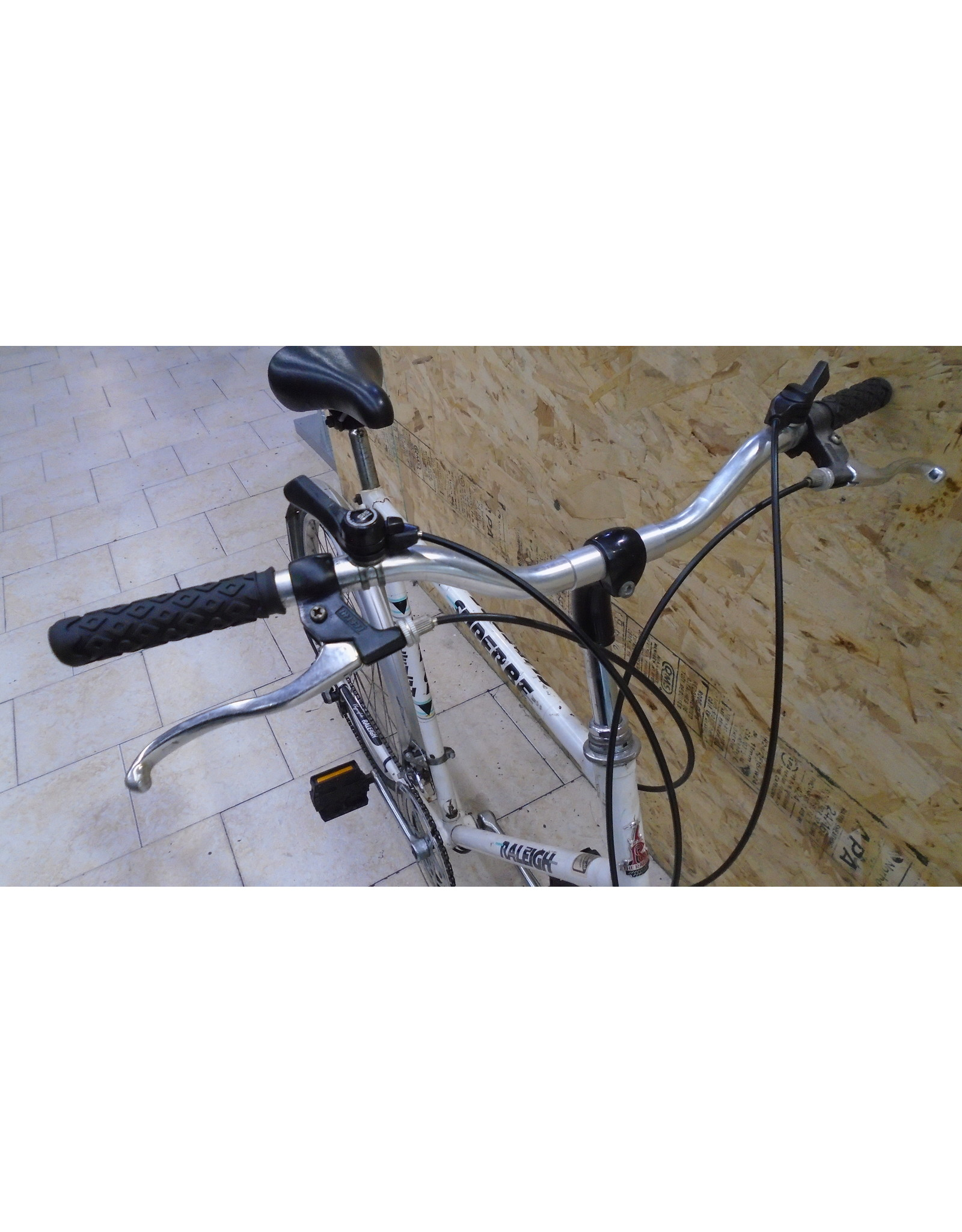 """Vélo usagé de ville Raleigh 23"""" - 9079"""