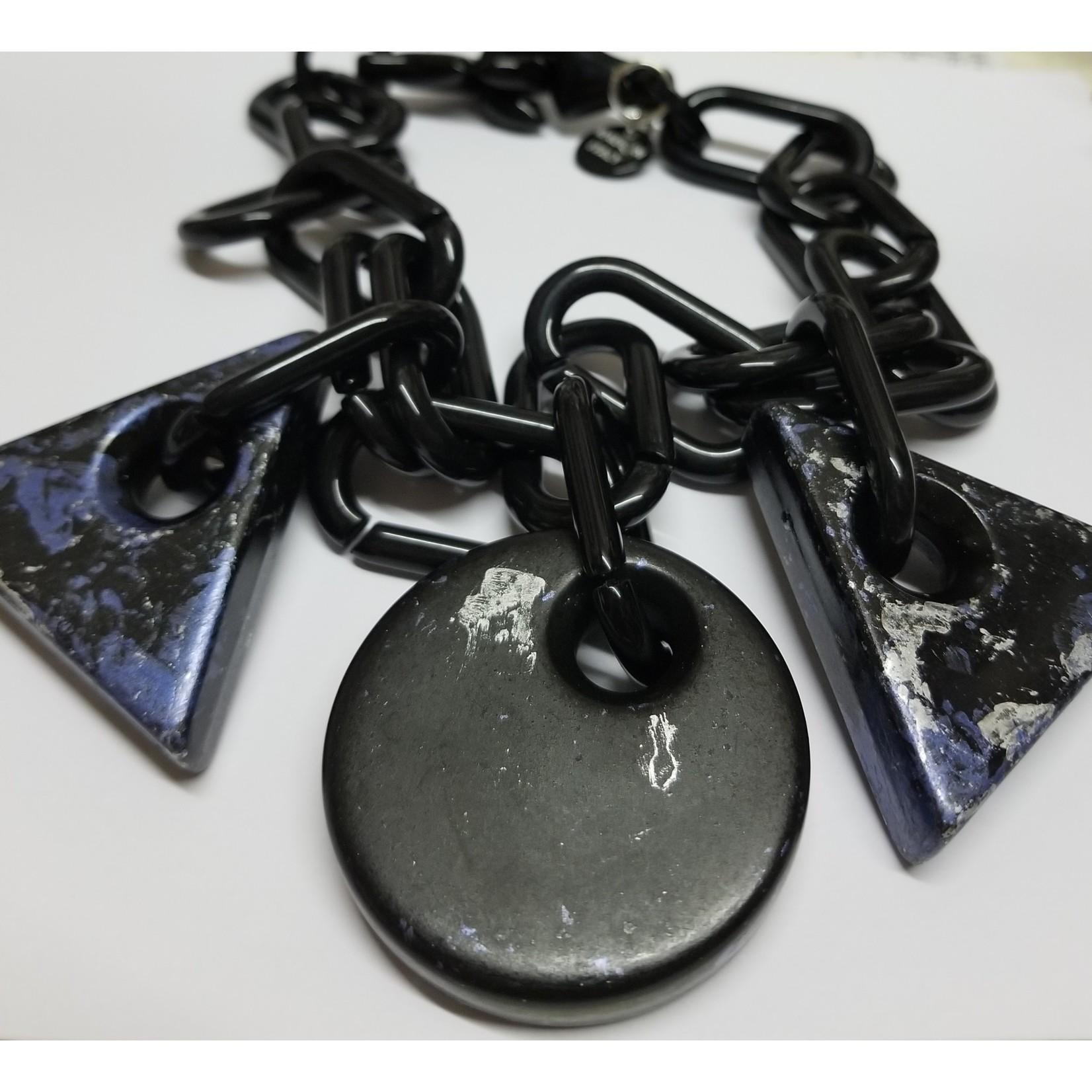 Necklace/Short/LrgBlkLinks/BlkRnd&BlueTrnglDrops