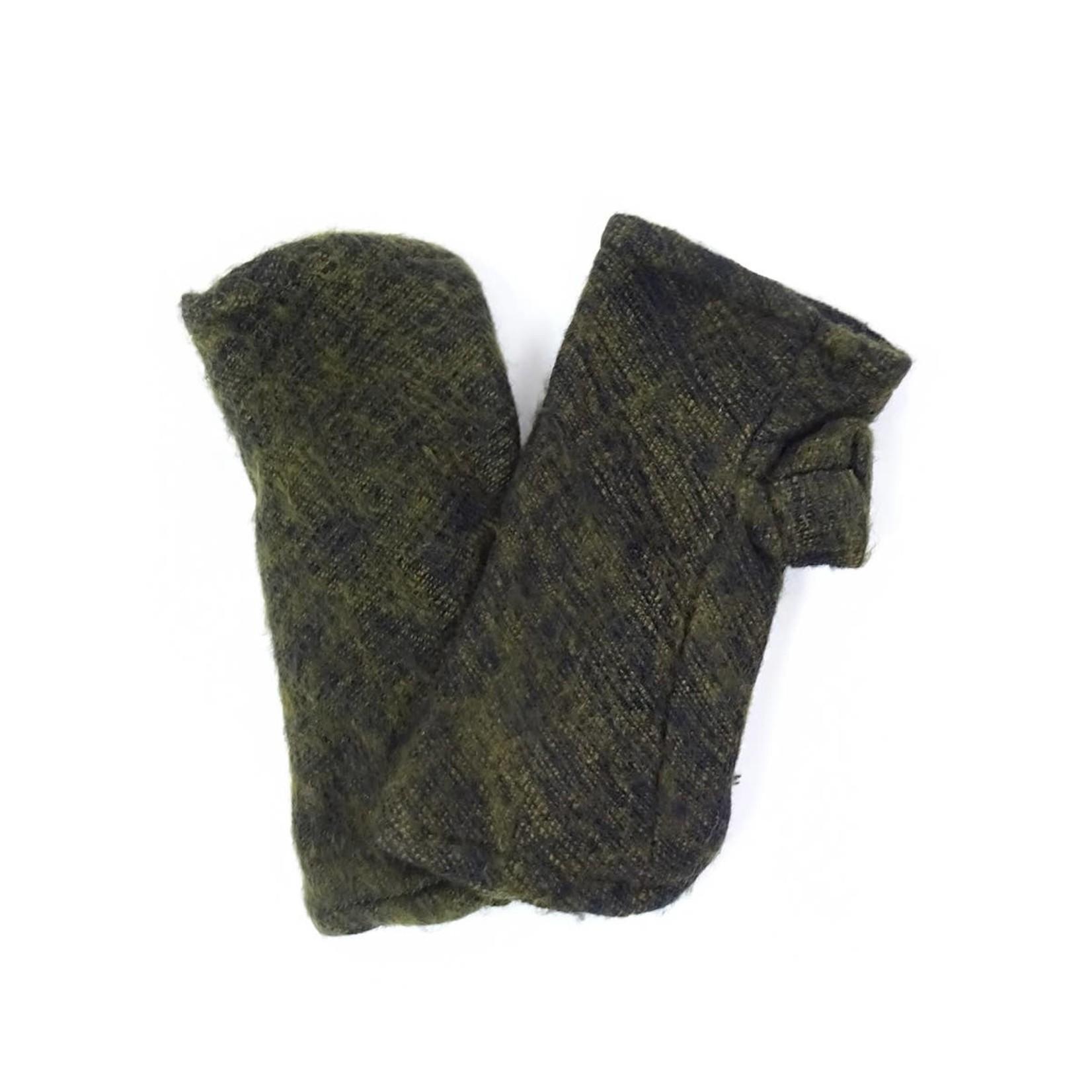 Zig Zag Asian Brushed Woven Fingerless Gloves in Olive