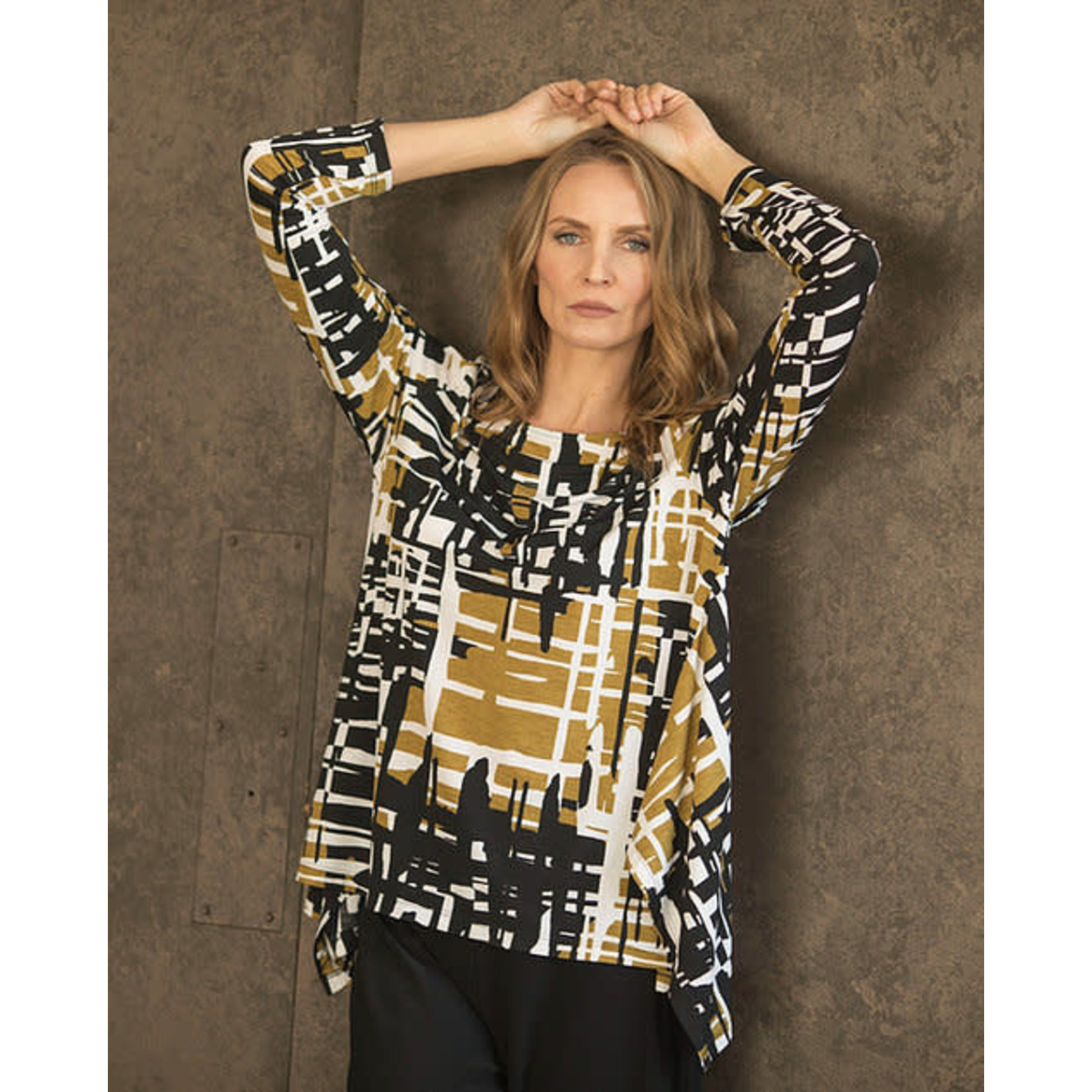 Chalet et ceci Reanna Top w/ Bell Hemline in Olive and White Hash Print
