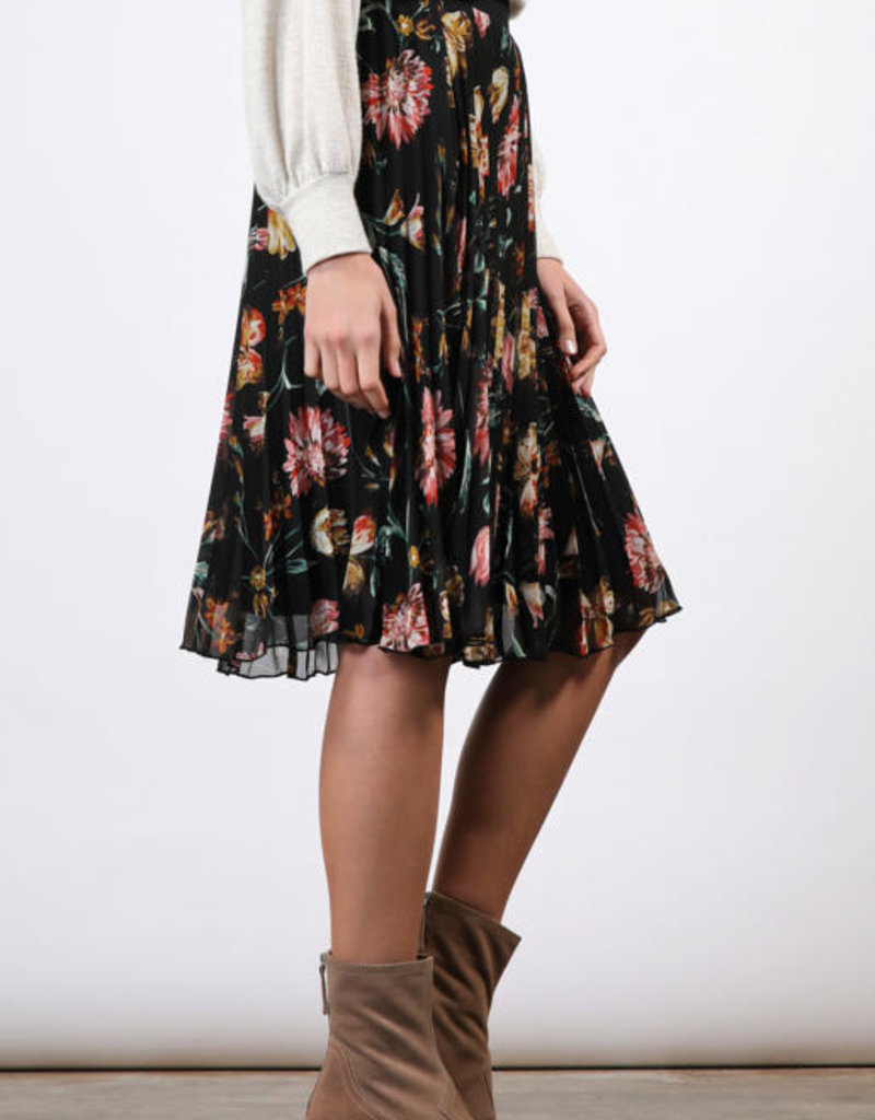 Final Touch Pleated Floral Skirt