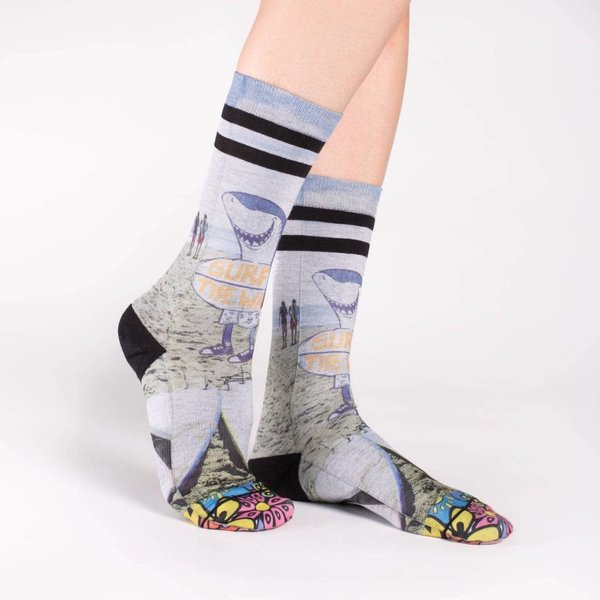 SURFING SHARK WOMENS SOCKS, SIZE 5-9