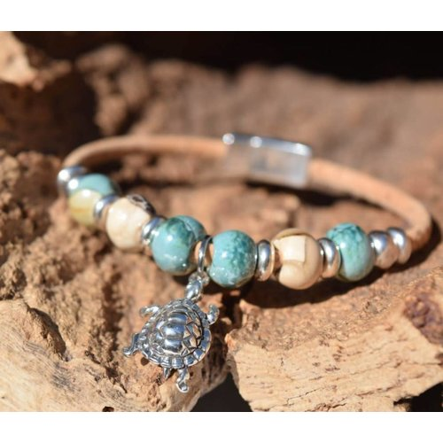 CORK TREE DESIGNS TURTLE CHARM CORK BRACELET