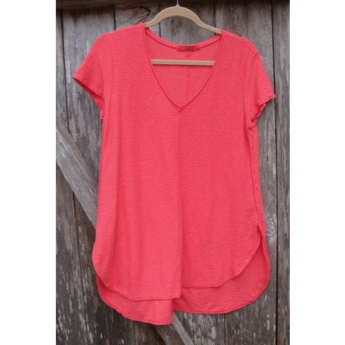 CUT LOOSE LIGHTWEIGHT V-NECK S/S TOP