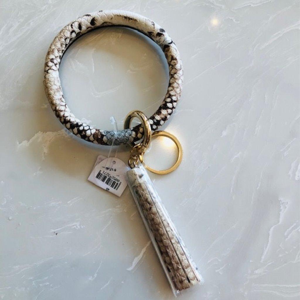 aa79537-005 beige/brown snakskin key ring bracelet