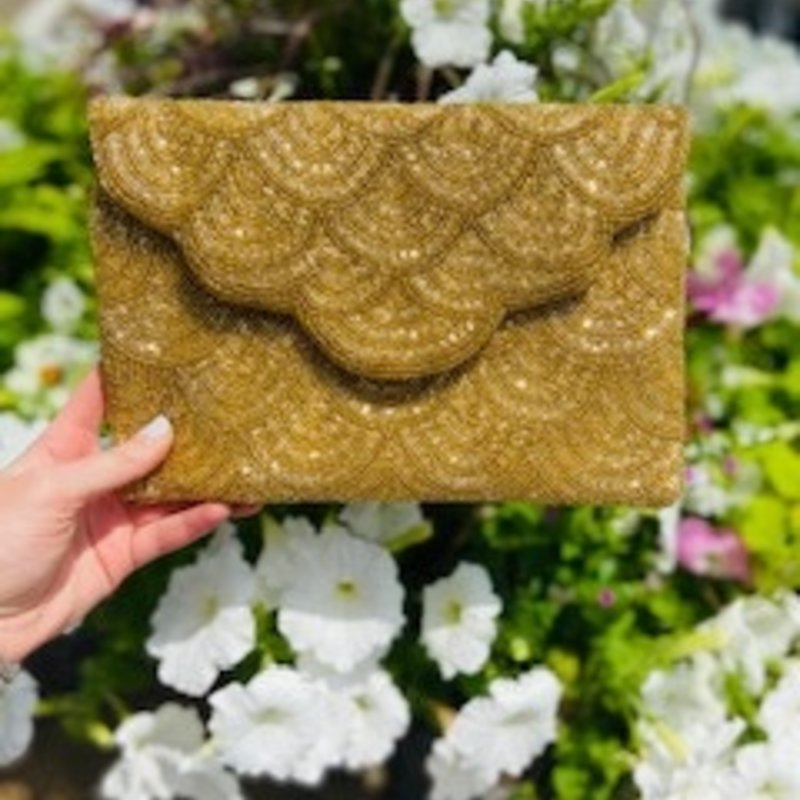 lac-ss-412/G Gold Scalloped Clutch